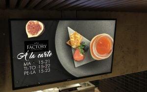 Mainosnäytöt ravintolassa on helppo tapa esittää vaihtuvat lounaslistat