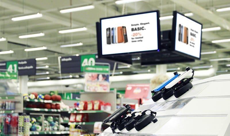 Infonäyttöjen sijoitus tuotteiden viereen kannustaa heräteostoksiin